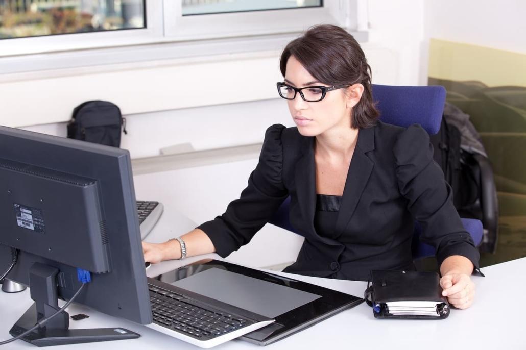 gestionnaire de paie femme comptable